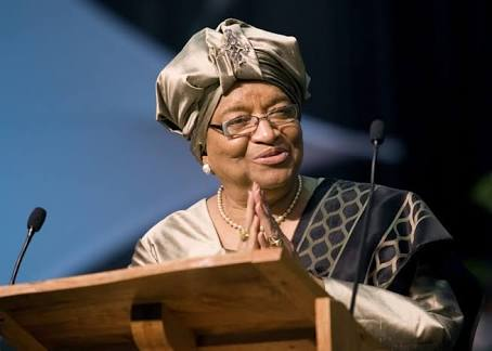 Ellen Johnson Sirleaf receives Mo Ibrahim's prize for achievement in African leadership